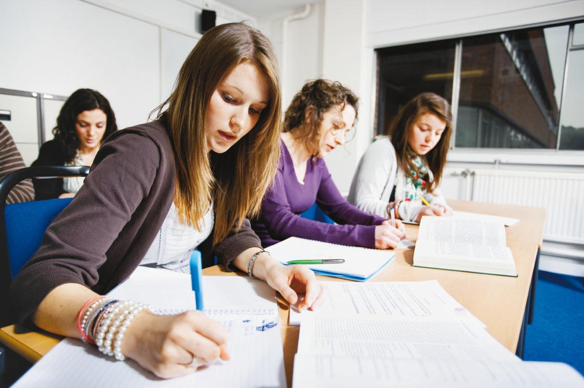 Iscrizioni ai corsi propedeutici di matematica, di lingua tedesca e di lingua inglese in vista dell'ammissione ai corsi MP2
